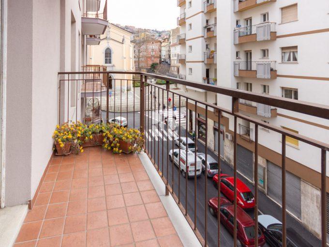 ROIANO | Appartamento ben servito, luminoso, con balconi, contratto transitorio