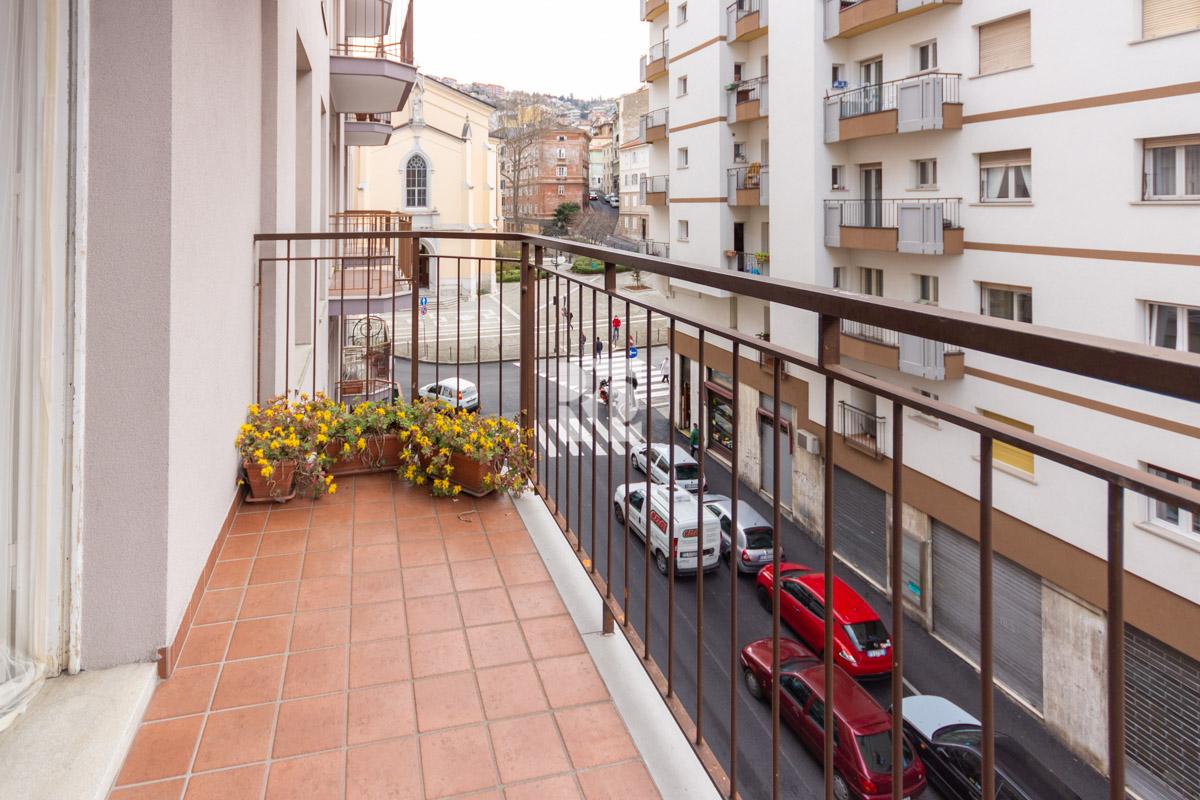 ROIANO   Appartamento ben servito, luminoso, con balconi, contratto transitorio