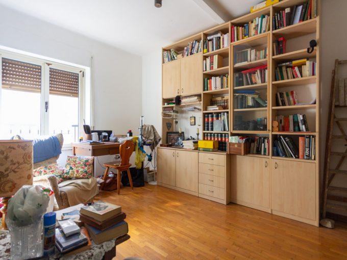 ADIACENZE V. ROSSETTI   Appartamento piano alto, luminoso, in zona ben servita