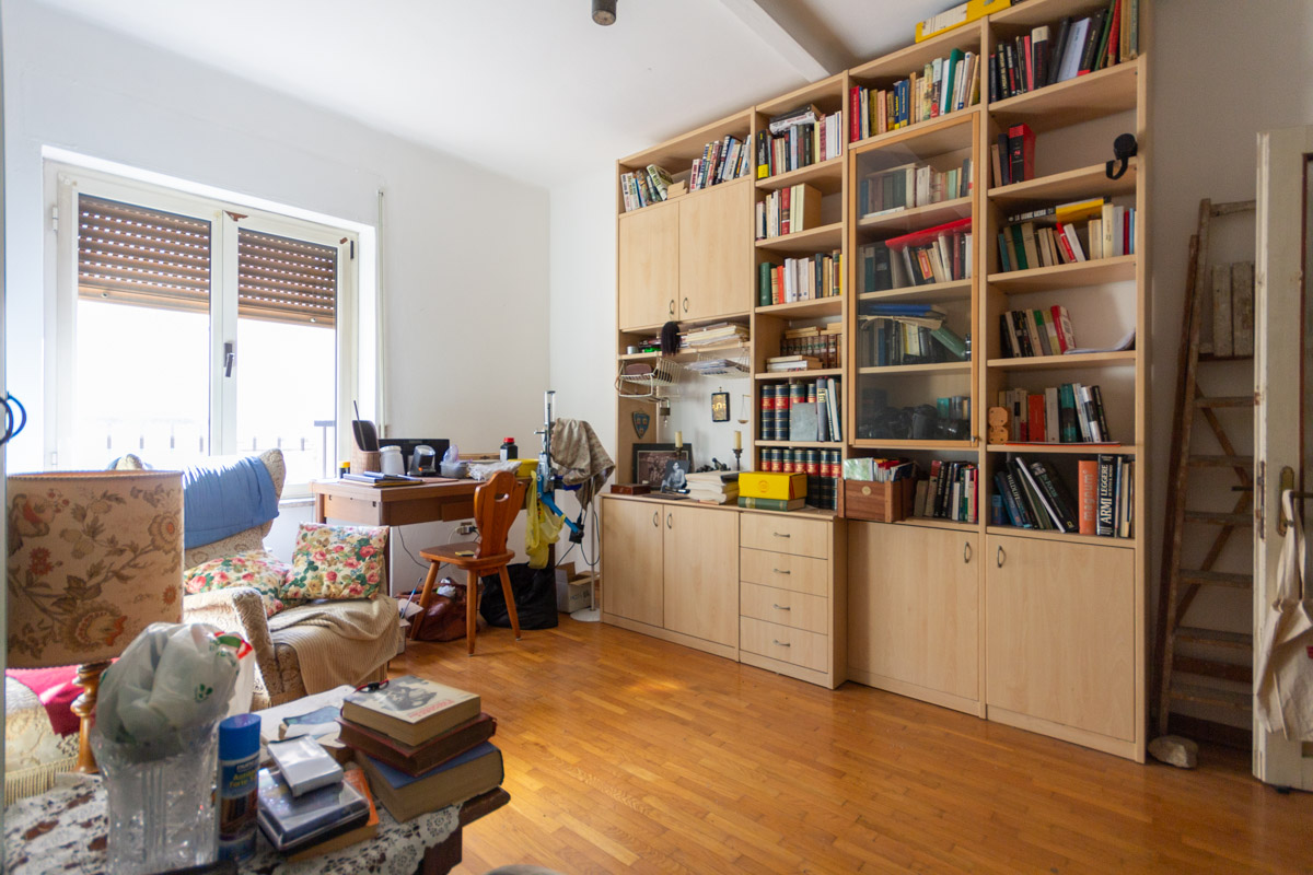 ADIACENZE V. ROSSETTI | Appartamento piano alto, luminoso, in zona ben servita