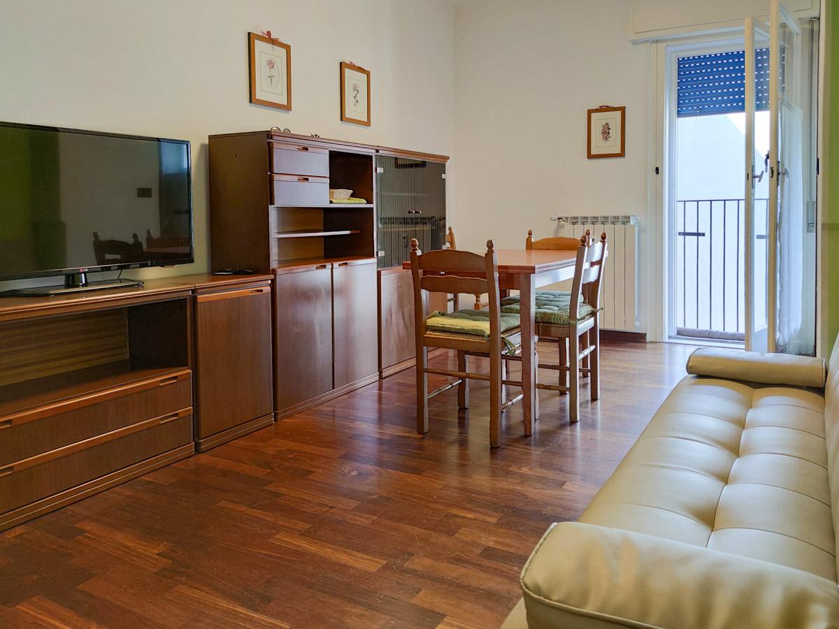 ROIANO   Appartamento totalmente ammobiliato, luminoso, piano alto con ascensore