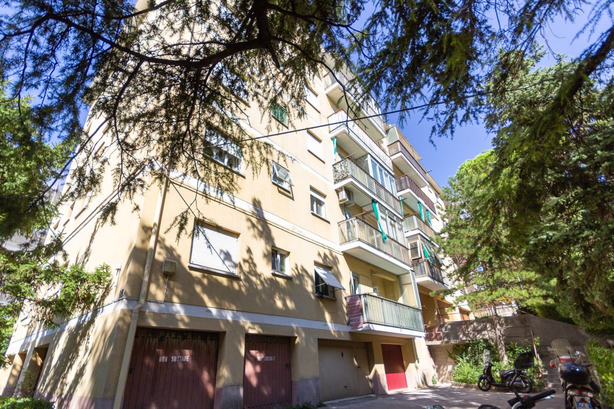 ADIACENZE V. PUCCINI | Appartamento tutto nel verde con box auto indipendente sotto casa