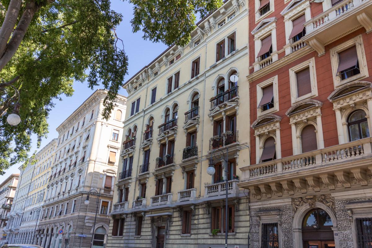 V.LE MIRAMARE | Appartamento luminoso con cantina sottostante di 40 mq finestrata e collegabile